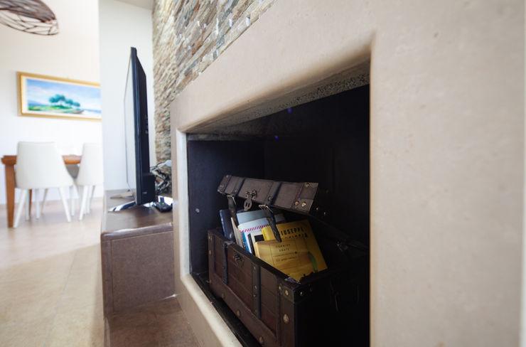 antonio felicetti architettura & interior design Ruang Keluarga Klasik Batu Beige