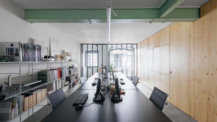 ALA.rquitectos ミニマルデザインの 書斎