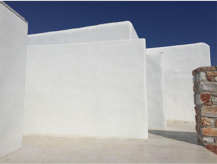 Ridisegno degli spazi interni e dello spazio esterno di due ville a pochi passi dal mare studio patrocchi Case in stile mediterraneo
