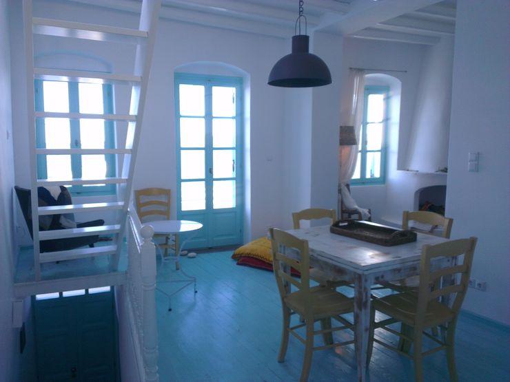 Ristrutturazione di una casa nella Xora di Paros_Cicaldi _GRECIA studio patrocchi Soggiorno in stile mediterraneo