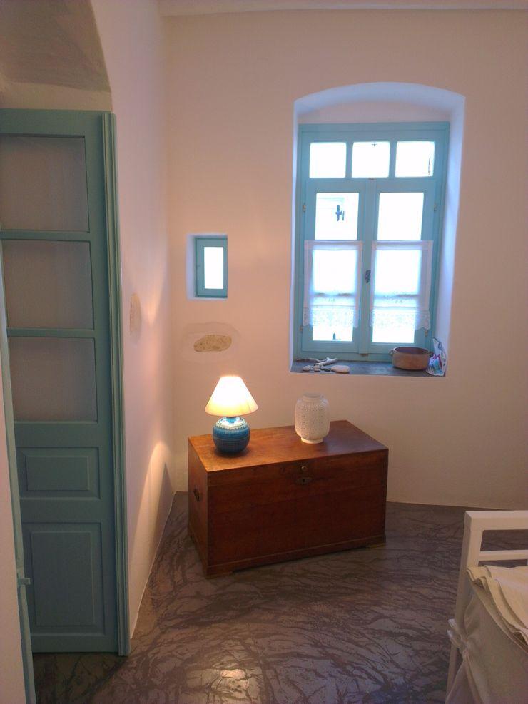 Ristrutturazione di una casa nella Xora di Paros_Cicaldi _GRECIA studio patrocchi Camera da letto in stile mediterraneo