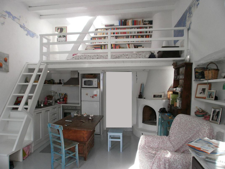 salone e soppalco studio patrocchi Soggiorno in stile mediterraneo