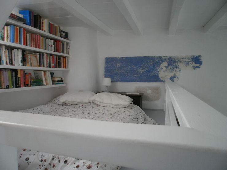 soppalco studio patrocchi Camera da letto in stile mediterraneo