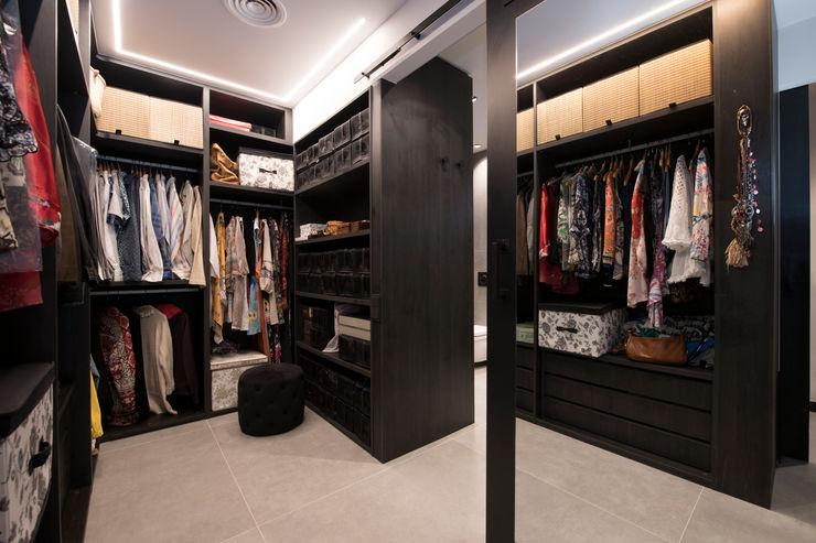 Vestidor con armarios abiertos Sincro Vestidores de estilo industrial Negro