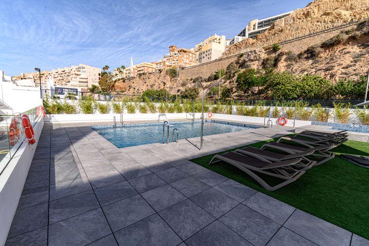 HOTEL AGUADULCE (ROQUETAS DE MAR-ALMERÍA) ROMESUR Piscinas de estilo moderno