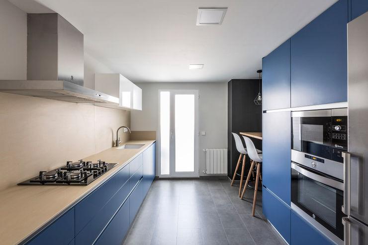 Vivienda en Benimaclet tambori arquitectes Cocinas integrales Azul