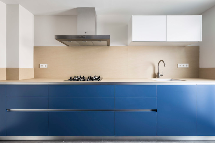 Vivienda en Benimaclet tambori arquitectes Cocinas de estilo moderno Azul