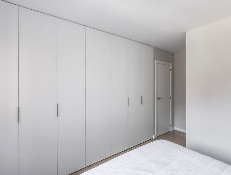 Vivienda en Benimaclet tambori arquitectes Dormitorios de estilo moderno