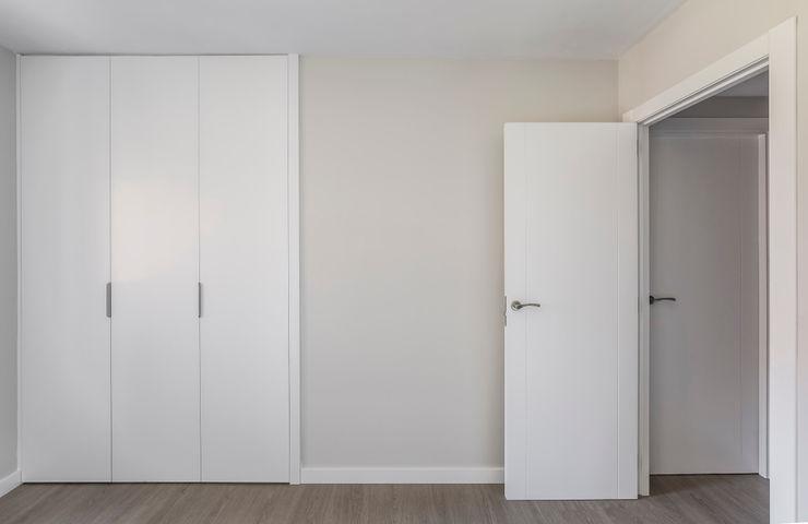 Vivienda en Benimaclet tambori arquitectes Dormitorios de estilo moderno Blanco