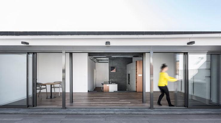 Ático en Valencia tambori arquitectes Salones de estilo moderno