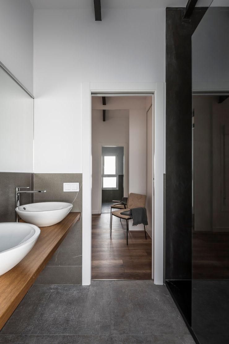 Ático en Valencia tambori arquitectes Baños de estilo moderno