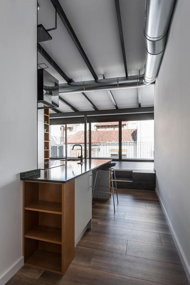 Ático en Valencia tambori arquitectes Cocinas de estilo moderno