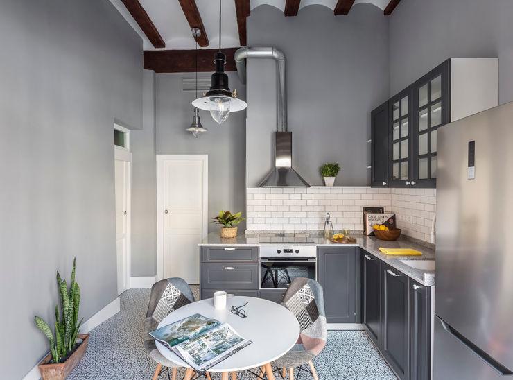 Vivienda en Plaza Redonda tambori arquitectes Cocinas de estilo moderno
