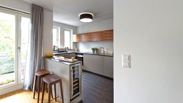 Heerwagen Design Consulting Small kitchens Wood Grey