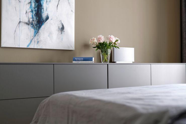 Heerwagen Design Consulting BedroomWardrobes & closets
