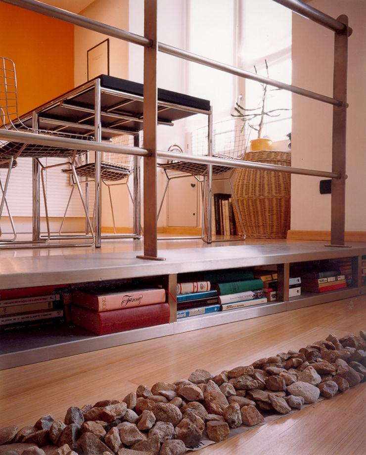 scalino libreria studio patrocchi Sala da pranzo eclettica