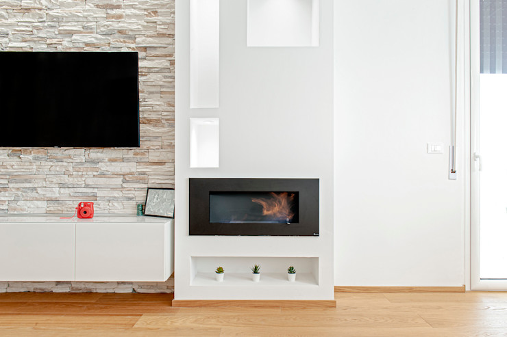 HUH (Hurry Up Home) Luca Bucciantini Architettura d' interni Soggiorno minimalista Bianco