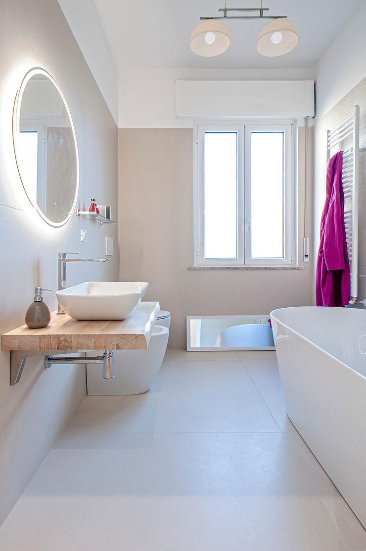 HUH (Hurry Up Home) Luca Bucciantini Architettura d' interni Bagno minimalista Beige