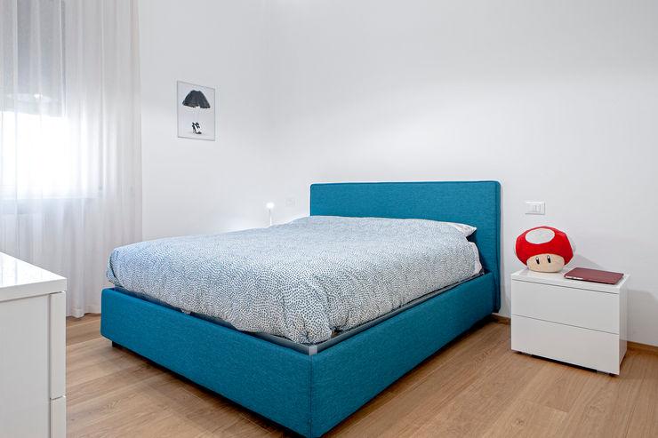 HUH (Hurry Up Home) Luca Bucciantini Architettura d' interni Camera da letto minimalista Turchese