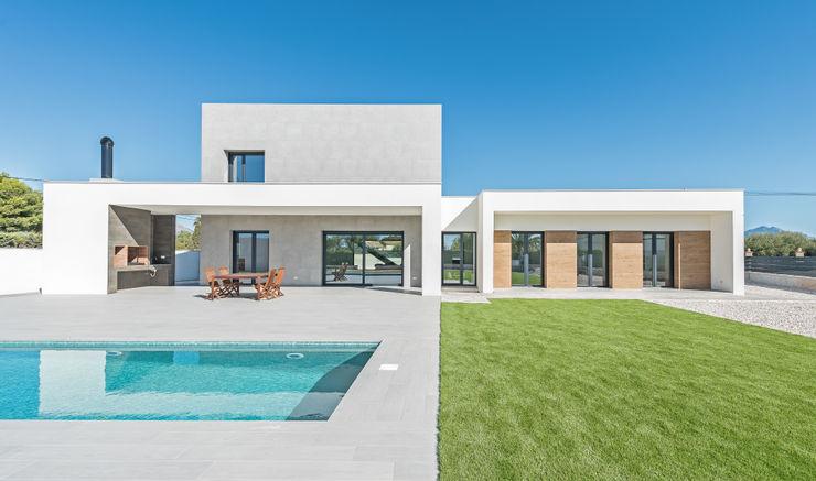 NUÑO ARQUITECTURA Villas Aluminium/Zinc White