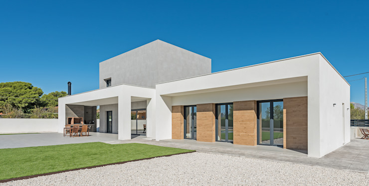 NUÑO ARQUITECTURA Single family home Chipboard White