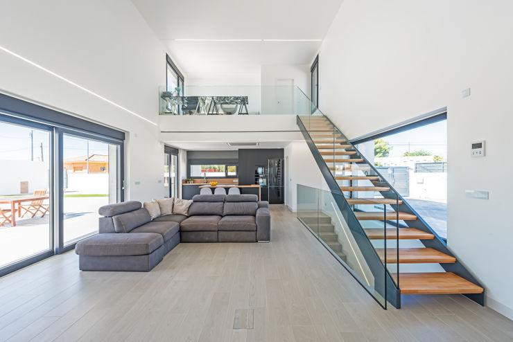 NUÑO ARQUITECTURA Modern Living Room Chipboard White