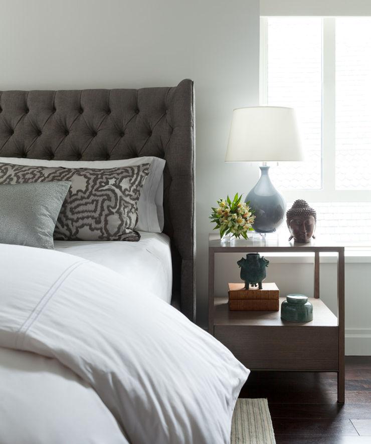 Bespoke bachelor pad park avenue, NYC Darci Hether New York Modern Bedroom