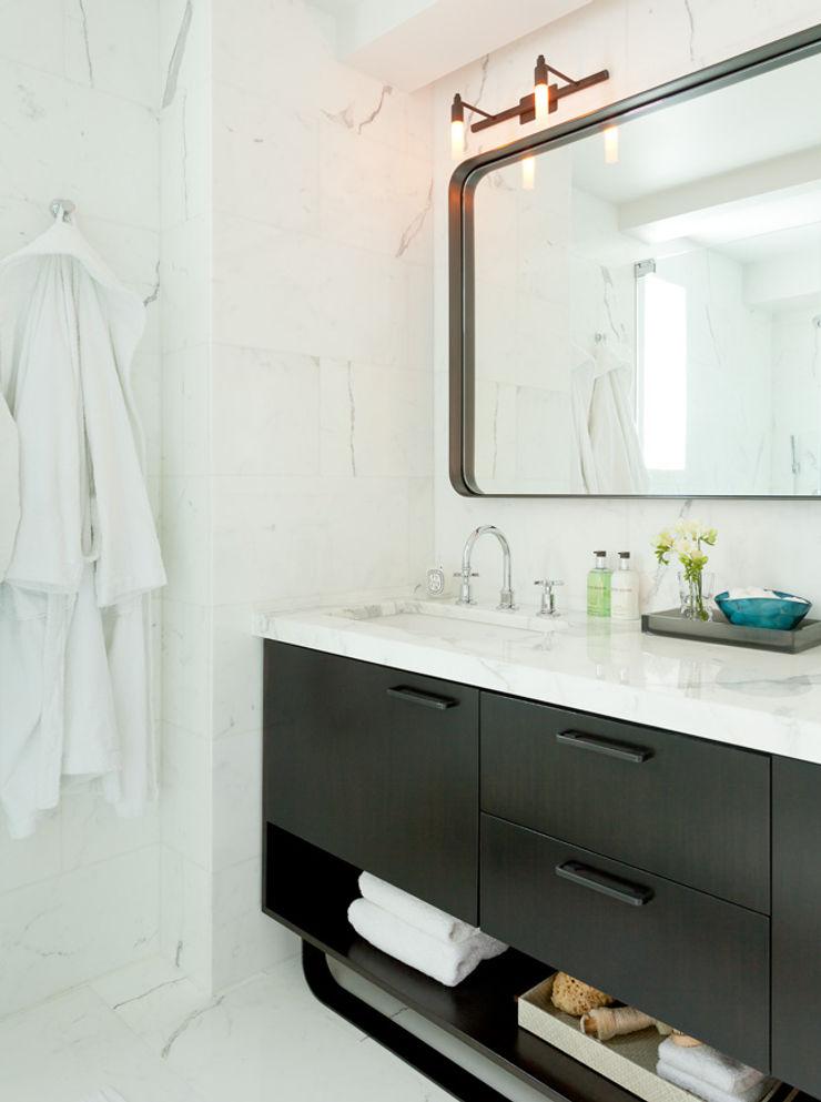Bespoke bachelor pad park avenue, NYC Darci Hether New York Modern Bathroom