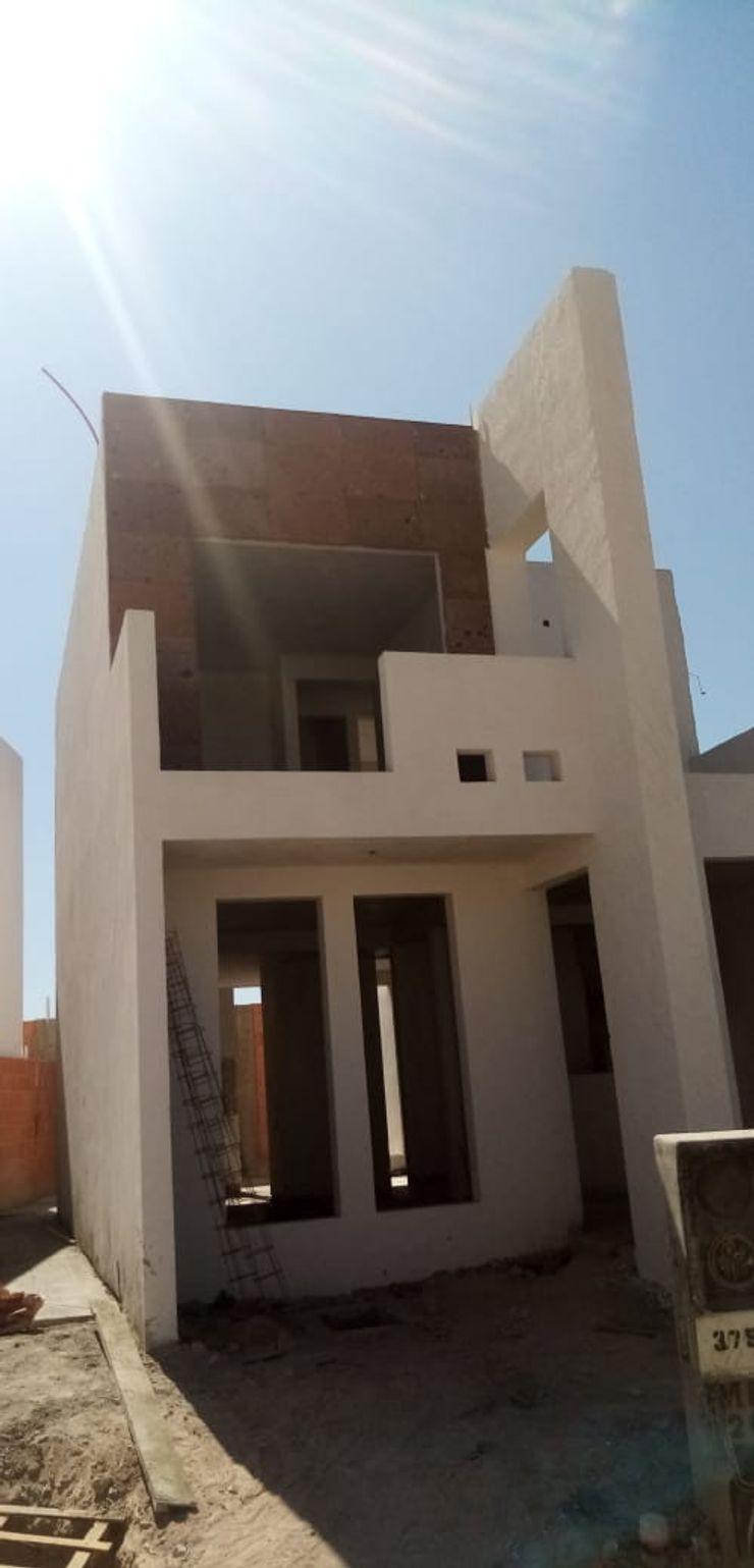 LACR Diseños y Construcciones Classic style houses