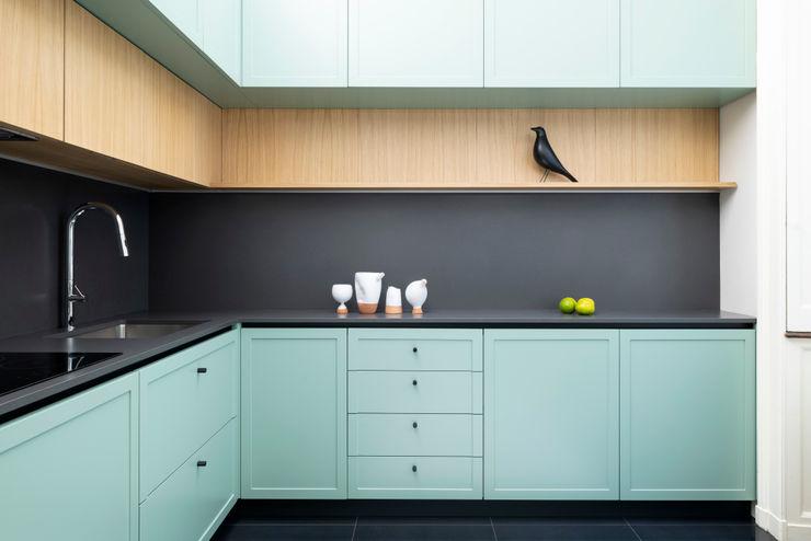 PLUS ULTRA studio Вбудовані кухні Бірюза