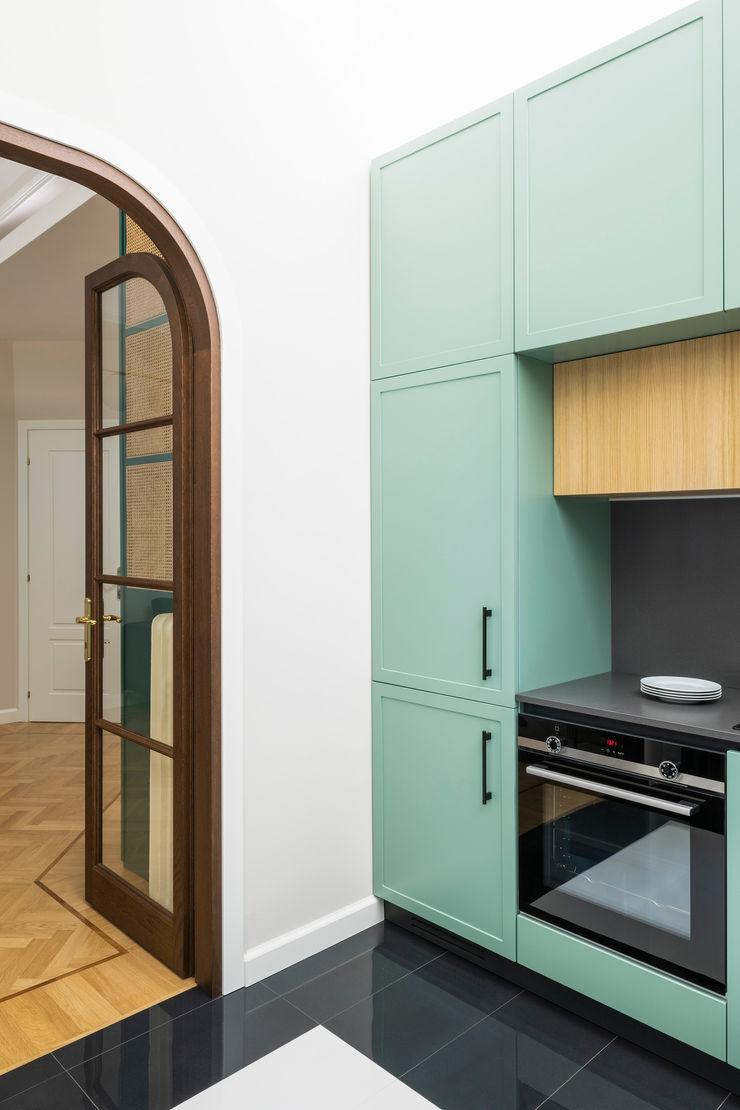 PLUS ULTRA studio КухняШафи і полиці Зелений