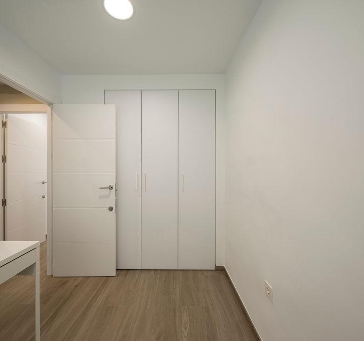 DORMITORIO inbasi Interiorismo y Decoración S.L.U. Dormitorios de estilo moderno