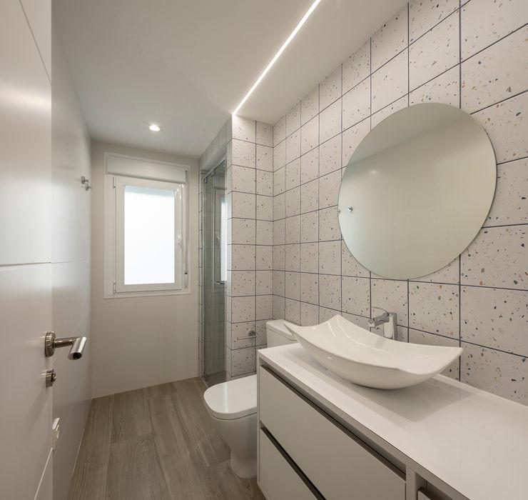 BAÑO inbasi Interiorismo y Decoración S.L.U. Baños de estilo moderno