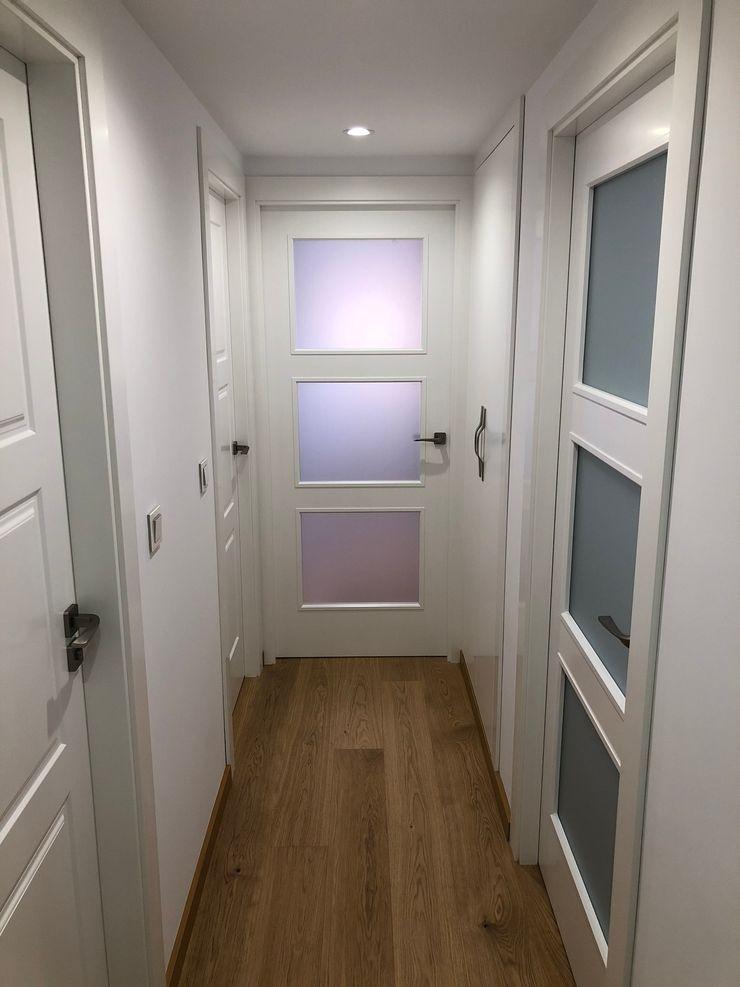 PROYECTO INTEGRAL PISO EN GRANADA inbasi Interiorismo y Decoración S.L.U. Puertas de estilo escandinavo