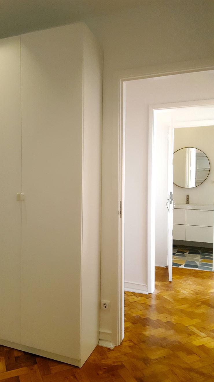ARCHDESIGN LX Pasillos, vestíbulos y escaleras eclécticos Tablero DM Blanco