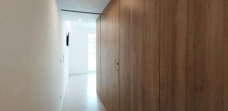 Corredor ARCHDESIGN LX Corredores, halls e escadas minimalistas Madeira Acabamento em madeira