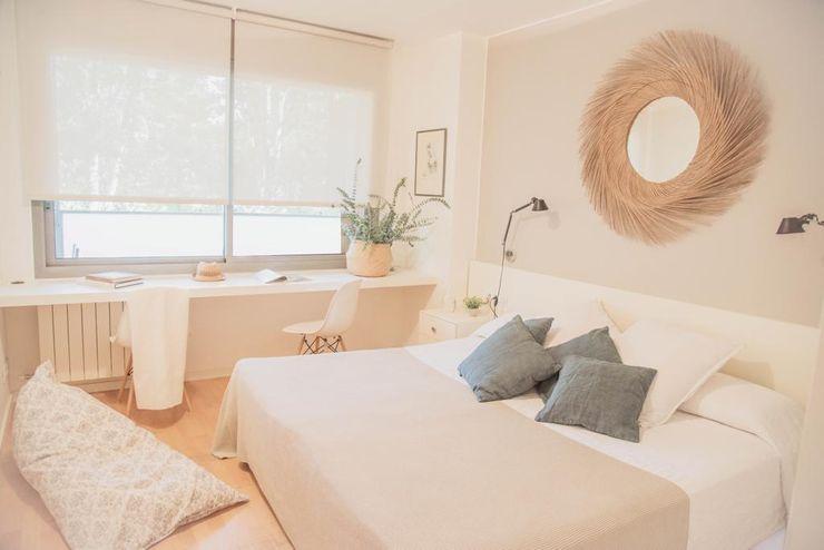 Habitación principal Interiorismo Laura Mas Dormitorios de estilo mediterráneo Beige