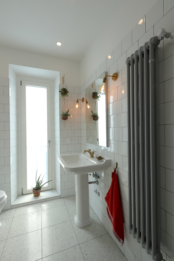 Casa Arbib Daniele Arcomano Bagno moderno Ceramica Bianco