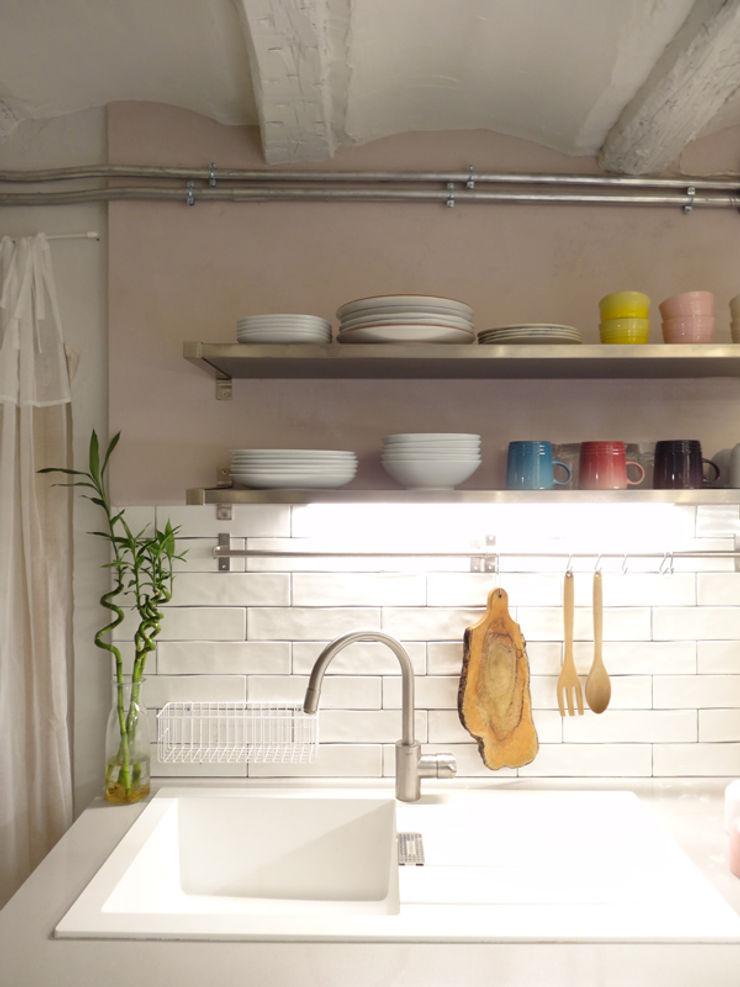 La casa VyF FGMarquitecto Cocinas de estilo rústico