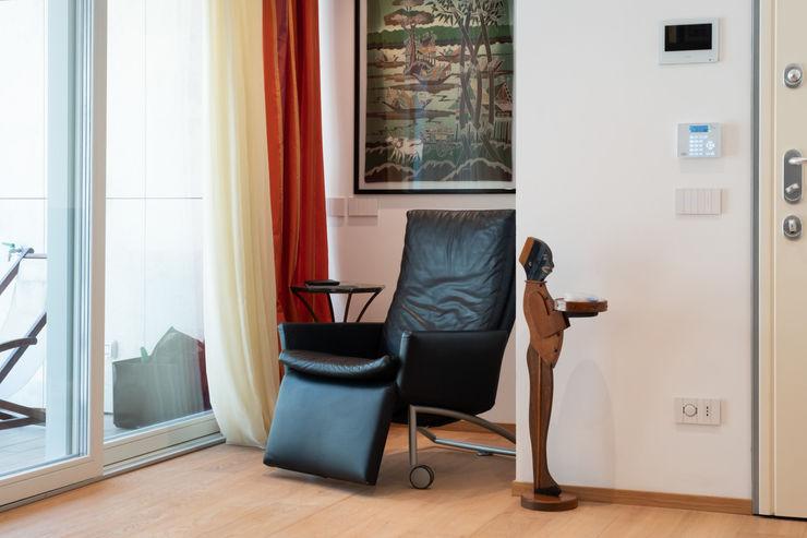 Ingresso Filippo Zuliani Architetto Ingresso, Corridoio & Scale in stile moderno Legno Bianco