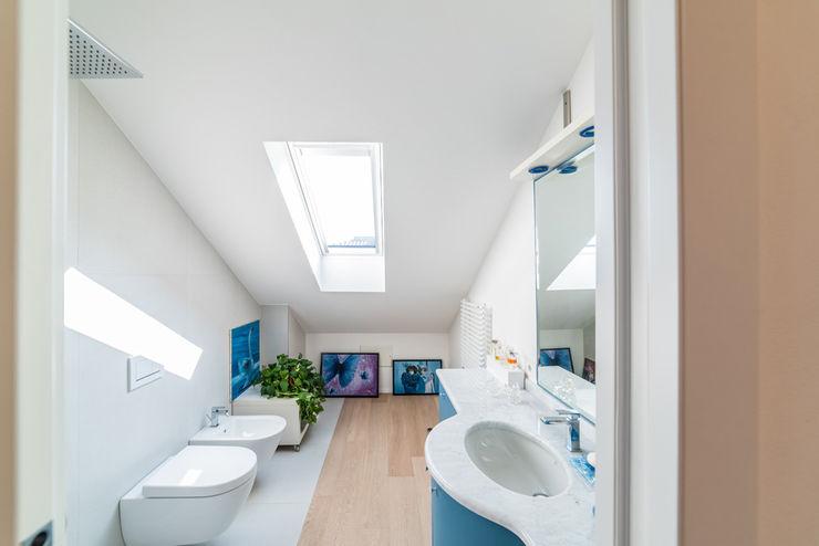 IN BAGNO GRES E PARQUET CC-ARK - SERENA&VALERIA Bagno moderno Ceramica Blu