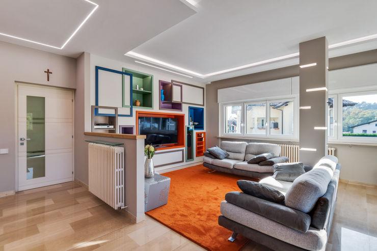 Salotto e mobile tv su misura Angela Archinà Progettazione & Interior Design Soggiorno eclettico