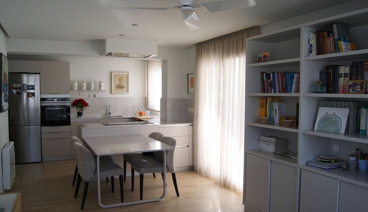 Espacio de concepto abierto comedor cocina Sara Hueso Fibla Comedores de estilo moderno Granito Blanco