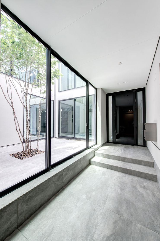 TERAJIMA ARCHITECTS/テラジマアーキテクツ 現代風玄關、走廊與階梯