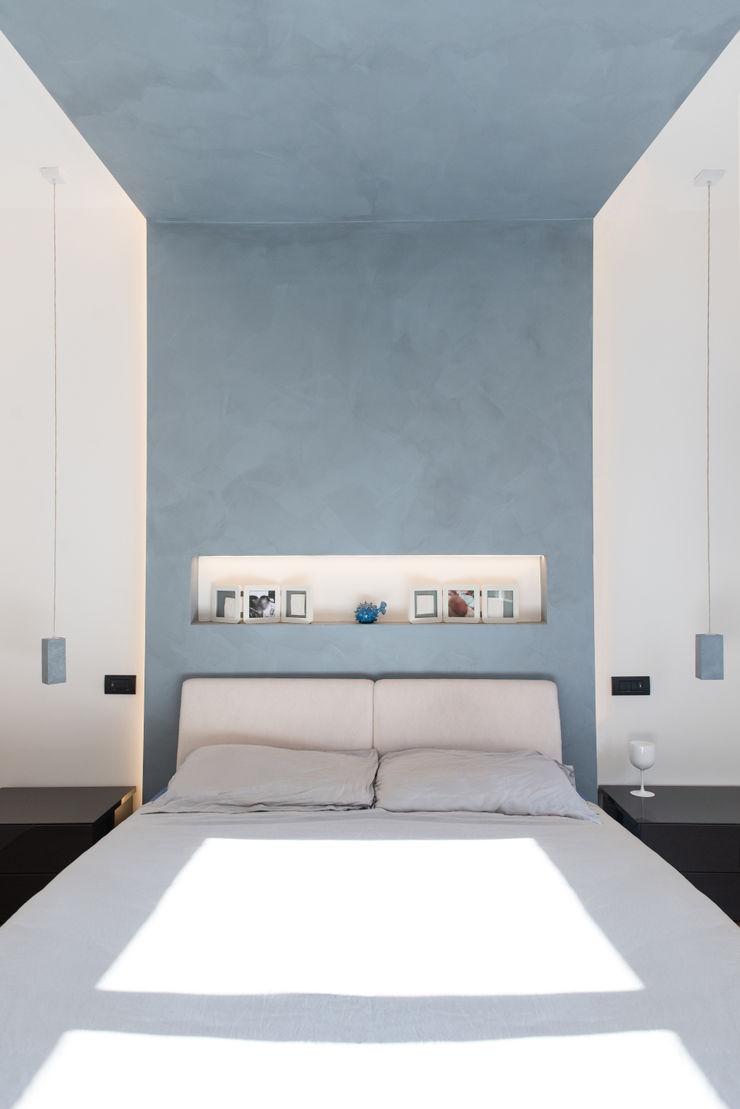 CASA D&E Andrea Orioli Camera da letto minimalista Cemento Grigio