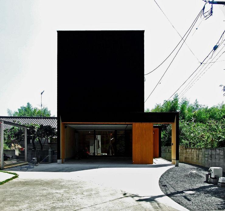 ファサード 岩瀬隆広建築設計 木造住宅 金属 黒色