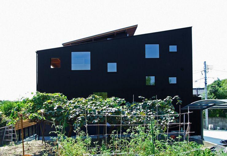 外観 岩瀬隆広建築設計 モダンな 家 金属 黒色