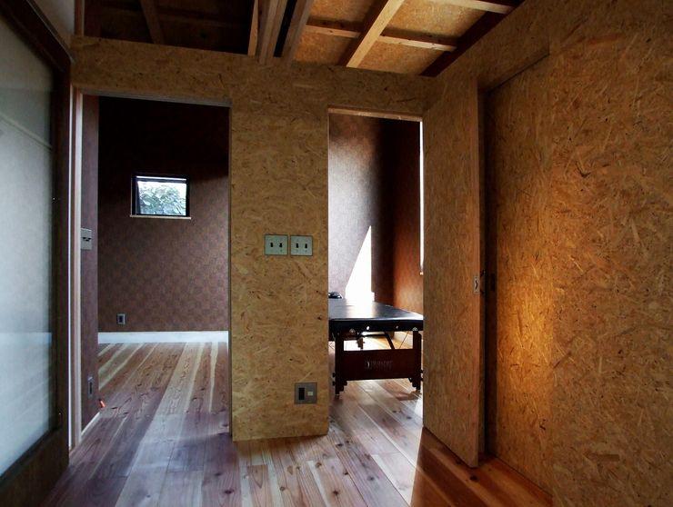サロン 岩瀬隆広建築設計 モダンデザインの ホームジム 木 木目調