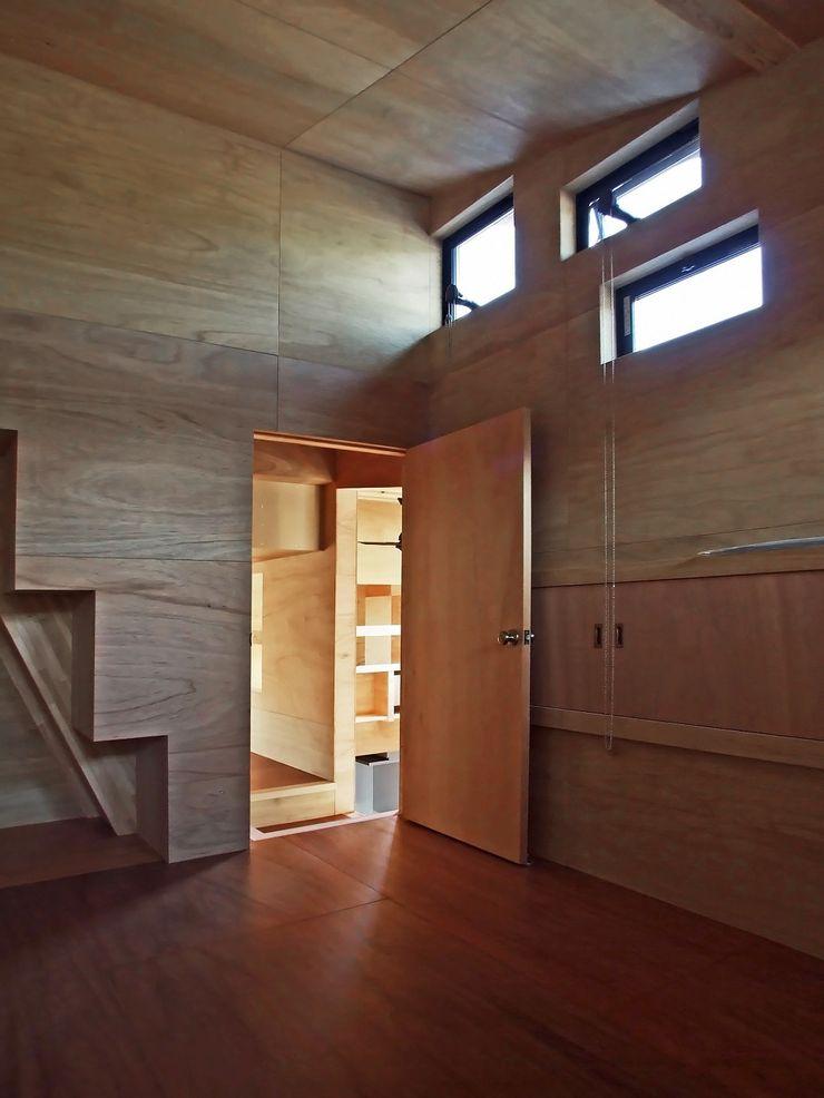 主寝室 岩瀬隆広建築設計 モダンスタイルの寝室 無垢材 木目調