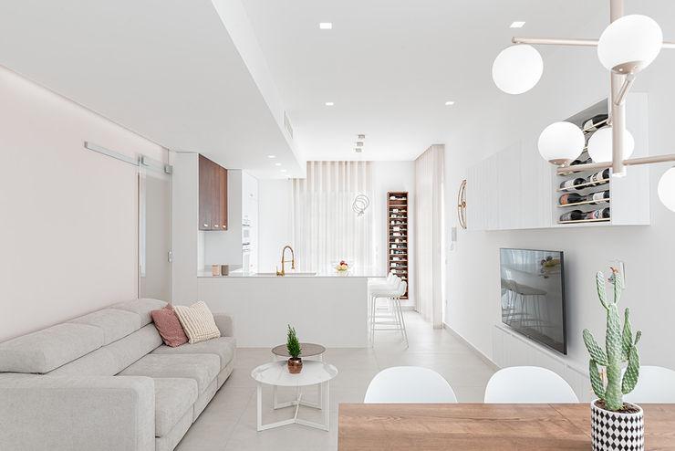 Open space manuarino architettura design comunicazione Soggiorno minimalista Legno Rosa